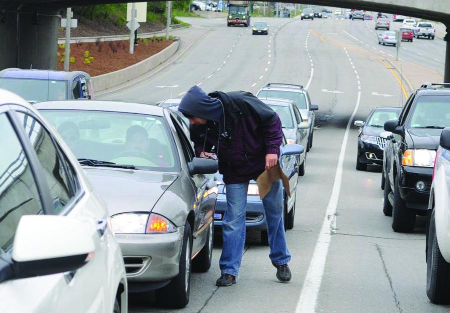 ممنوعیت کمک رانندگان بِرلینتگتُون به متکدیان |روزنامه های تورنتو | تهرانتو | Tehranto