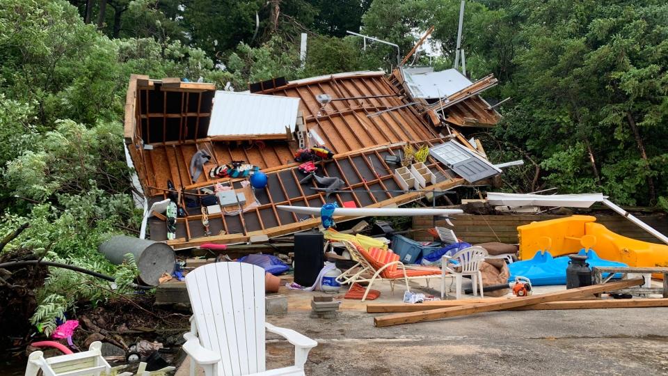تصویر از توفان مرکز انتاریو را درنوردید، هشدار محیط زیست کانادا از وقوع توفان و گردباد