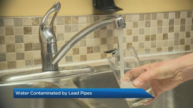 تصویر از کبک_مونترال :15000 فیلتر آب بین ساکنان مونترال که لوله های آب سربی دارند توزیع می شود