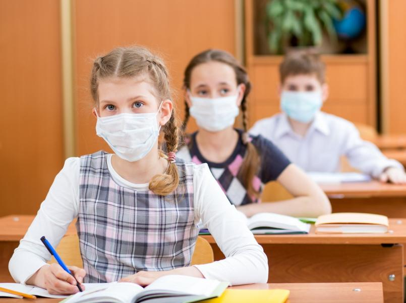 تصویر از اتاوا_ انتاریو : آیا دانش آموزان برای رفتن به مدرسه در پاییز نیاز به ماسک زدن دارند؟