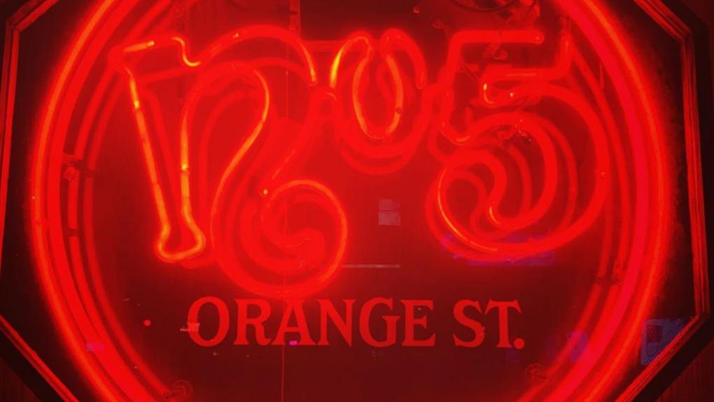 تصویر از استریپ کلاب No. 5 Orange ونکوور بعلت شیوع کووید19 تعطیل شد