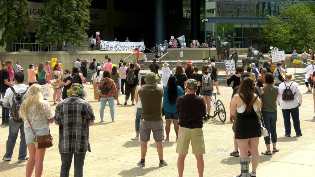تصویر از اخبار آلبرتا _ کلگری و ادمونتون : تظاهرات صدها نفر در اعتراض به لایحه بحث برانگیز 1
