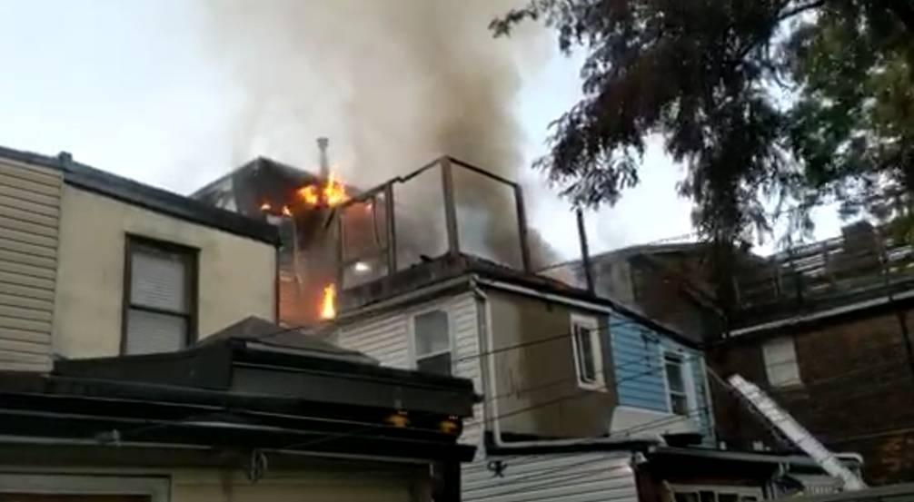 تصویر از شیوع آتش سوزی از یک خانه مسکونی به خانه های مجاور 500 هزار دلار خسارت زد