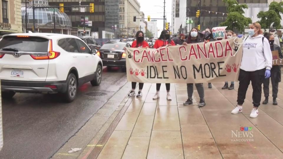 تصویر از اعتراض در ونکوور به دلیل شرایط کانادا و راهپیمایی برای لغو روز کانادا