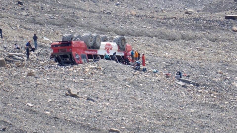 تصویر از پلیس سلطنتی کانادا : مرگ سه نفر در واژگونی اتوبوس در جنوب جاسپر – آلبرتا