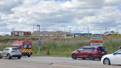 تصویر از فرود اضطراری یک هواپیمای کوچک در کنار یکی از بزرگراه های تورنتو
