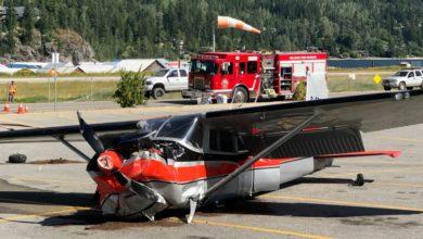 تصویر از یک هواپیمای کوچک در پارکینگ یک سوپرمارکت در نلسون بریتیش کلمبیا سقوط کرد