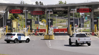 تصویر از مسدود ماندن مرز امریکا و کانادا به مشاغل محلی ضرر می زند