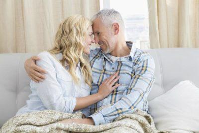 سکس و خوابیدن با مردی که سن و سالش دو برابر سن شماست چگونه است؟