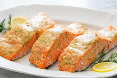ماهی سالمون سرشار از ویتامین های A, B, D ، پتاسیم ، سلنیوم ، کلسیم و آنتی اکسیدان است.