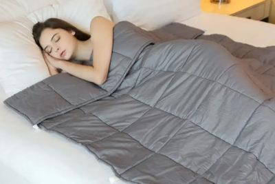 اضطراب و افسردگی : افراد مضطرب و افسرده با پتوهای وزنه دار خواب شبانه بهتری خواهند داشت