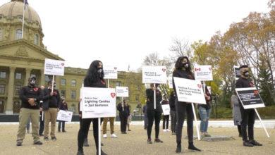 تصویر از تظاهرات در شهرهای مختلف کانادا ، انگلیس و آلمان : خانواده قربانیان پرواز PS752 خواستار اجرای عدالت