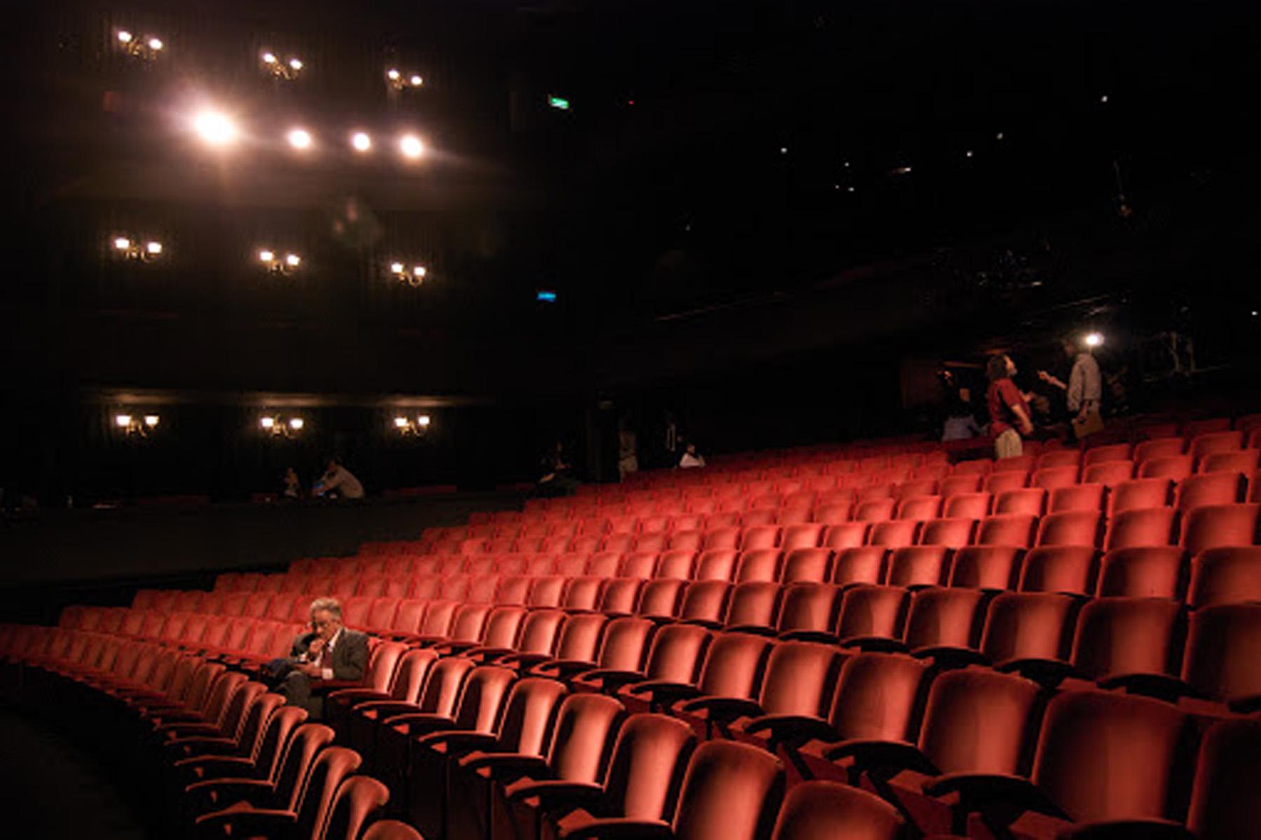 سینه ورد ، دومین اپراتور بزرگ سینما در جهان تمام سالن های نمایش ایالات متحده ، انگلیس و ایرلند را میبندد