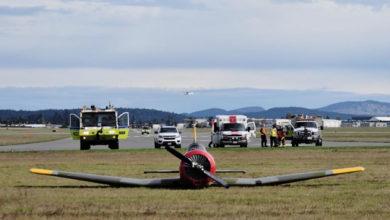 تصویر از فرود اضطراری یک هواپیمای کوچک روی چمن اطراف فرودگاه ویکتوریا