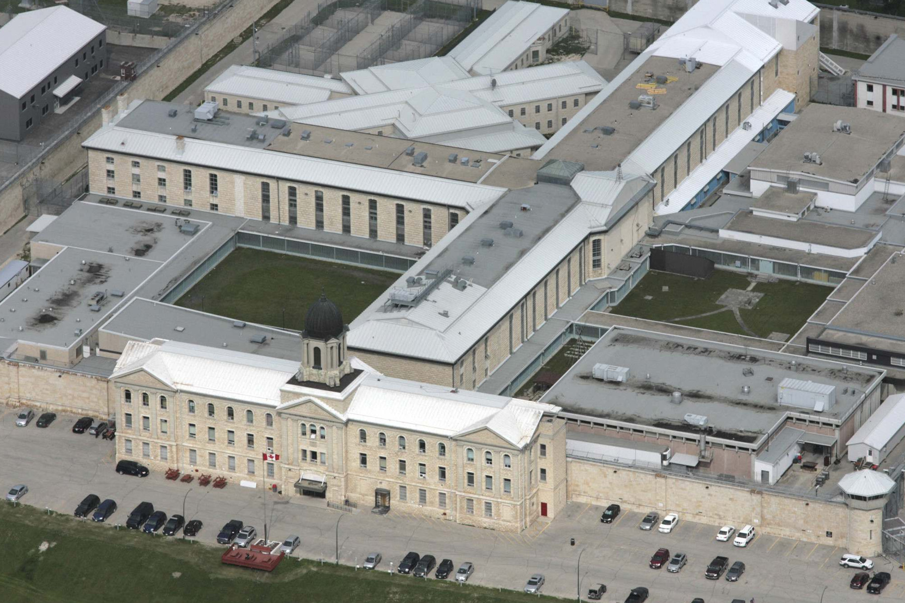 کشف و ضبط بیش از 360 هزار دلار کالای قاچاق در زندان استونی مانتین وینیپگ