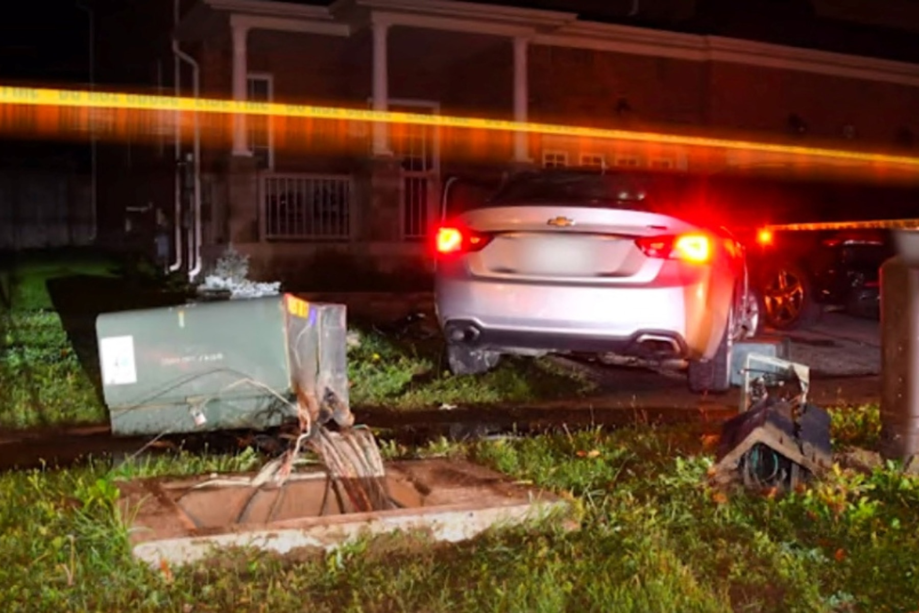 راننده مست درپی تصادف با پست برق در تورنتو و متواری شدن ، دستگیر شد