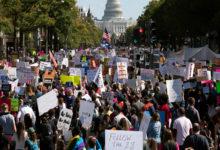 تصویر از برگزاری راهپیمایی در سراسر امریکا : هزاران زن خواستار رای ندادن به دونالد ترامپ شدند