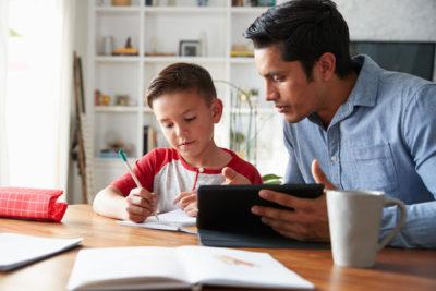 بانوان و بچه دارها در وضعیت پاندمی کرونا از مشکل روحی بدتری به نام درس خواندن رنج میبرند