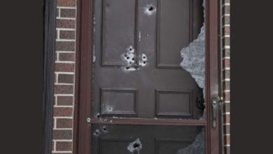 تصویر از مردی اهل اتوبیکو در صبح کریسمس خانه ای را با تفنگ شکاری خود مورد هدف قرار داد