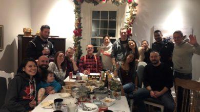 تصویر از عضو پارلمان انتاریو بخاطر عکس خانوادگی در کریسمس با واکنش های شدیدی روبرو شد