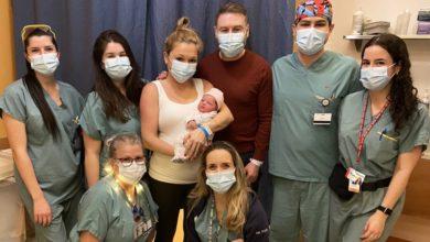 تصویر از اولین نوزاد متولد سال 2021 کبک ، در بیمارستان میسونو-رزمونت متولد شد