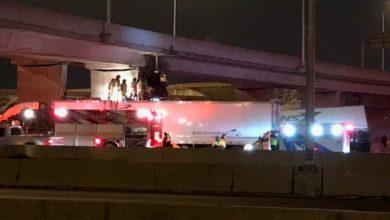 تصویر از تصادف دو دستگاه تریلر در بزرگراه 401 محدوده آلن روُد باعث جراحت شدید یکی از رانندگان شد