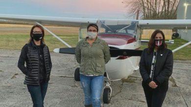 تصویر از مدرسه پرواز بومیان اولین کادر آموزش و خدمه خانم خود را جشن میگیرد