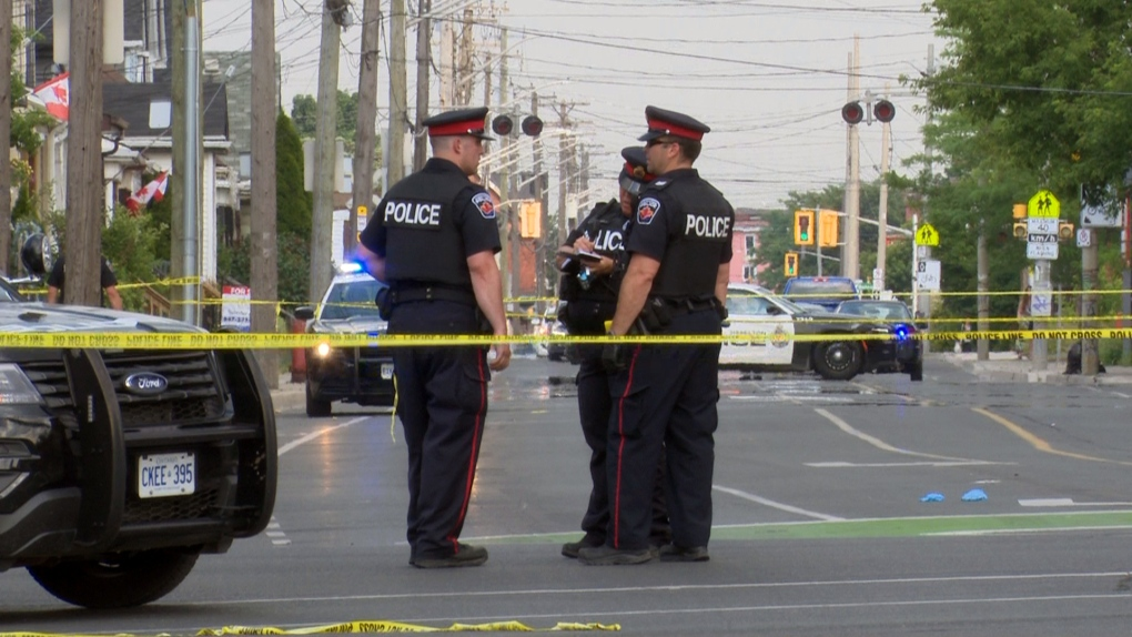 تصویر از واحد تحقیقات ویژه : بررسی حادثه تیراندازی، پس از مجروح شدن مردی توسط پلیس همیلتون
