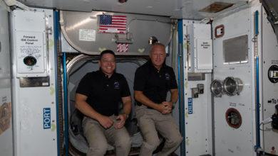 تصویر از فضانوردان ناسا بعد از ۴۵ سال با کپسولی آمریکایی به زمین بازگشتند