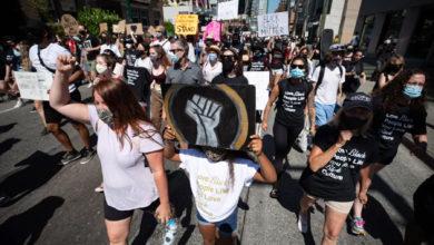تصویر از مردم ونکوور روز رهایی را با تجمع در مرکز شهر مشخص میکنند