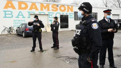 تصویر از بدلیل حضور پلیس ، شهرداری برای صاحب رستوران آدامسون فاکتور صادر میکند