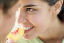 تصویر از پنج ماده غذایی مفید برای داشتن رابطه جنسی بهتر و ۳ غذایی که باید از خوردنش اجتناب کنید