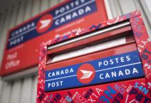 تصویر از یک زن پس از گم شدن چک تضمین شده اش توسط اداره پست کانادا تقریبا ۵۸۰ دلار متضرر شد