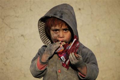 نیروهای ایالات متحده از افغانستان، کشوری که درگیر جنگ، فقر و اضطراب است، خارج می شوند