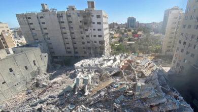 تصویر از حملات هوایی اسرائیل باعث ویرانی دفاتر شبکه های الجزیره و آسوشیتدپرس در غزه شد