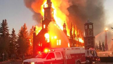 تصویر از کلیسای کاتولیک مورینویل در شمال ادمنتون پایتخت آلبرتا در آتش سوخت و نابود شد