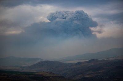 آتشنشانان مکزیکی برای کمک به مهار آتش سوزی های فعال وارد بریتیش کلمبیا شدند
