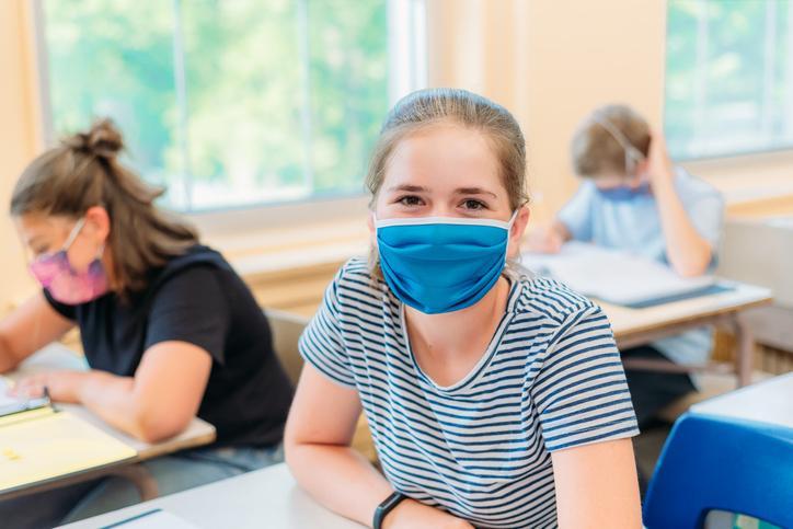 انتاریو هشدار داد که از سپتامبر قوانین متفاوتی برای دانشآموزان واکسینه و غیر واکسینه به اجرا خواهد گذاشت