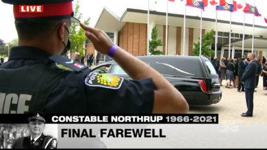 تصویر از برگزاری مراسم خاکسپاری جفری نورثروپ افسر پلیس تورنتو در بیاماو فیلد