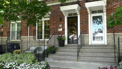 تصویر از خانه تورنتو سیل پیشنهادها را به خود جلب کرد و ۴۲۰ هزار دلار بالاتر از درخواست در بازار مضحک به فروش رفت