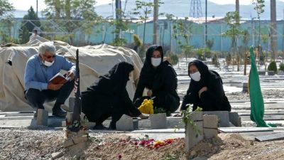 """۸ ماه پس از مخالفت علی خامنهای، اجازه واردات واکسن """"فایزر و مدرنا"""" صادر شد!"""