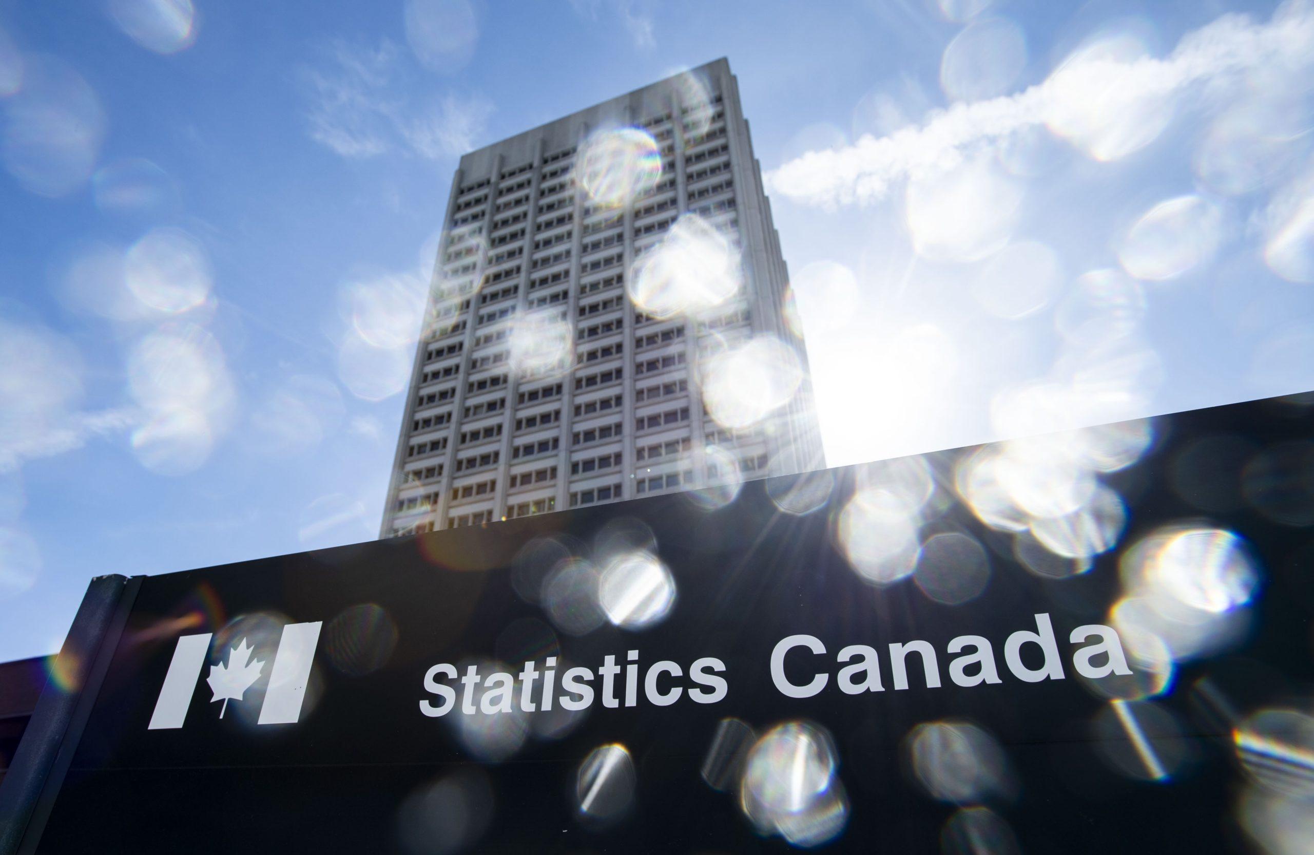 مرکز آمار کانادا از انقباض اقتصاد در سه ماه دوم و افت برآوردها در جولای خبر داد