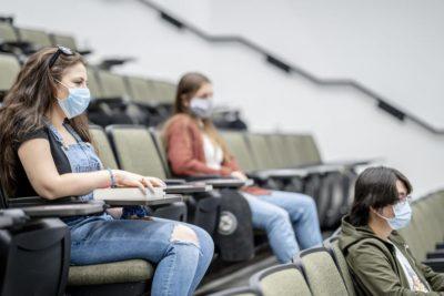 دانشگاه تورنتو دانشجویان و کارکنان را ملزم به دریافت واکسن کووید-19 میکند