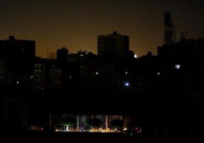 قطعی های گسترده و بی رویه آب و برق در سراسر ایران مشکلات مردم را چندین برابر میکند