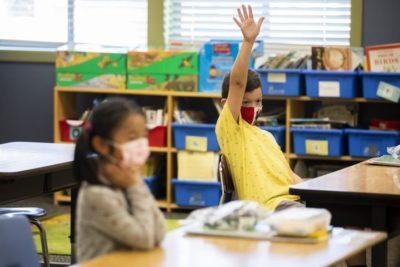 دانشآموزان غیرواکسینه انتاریو با هیچ نوع مقررات متفاوتی در محیط داخل کلاسها مواجه نخواهد بود