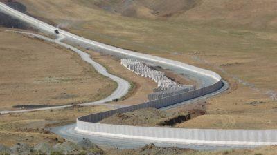 ترکیه در امتداد مرز ایران برای ورود غیرقانونی پناهجویان در حال ساخت دیوار مدولار است