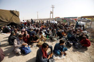 روزنامه شرق : جمعآوری کمپ مرزی هلالاحمر در ایران برای پناهندگان جنگی افغانستان