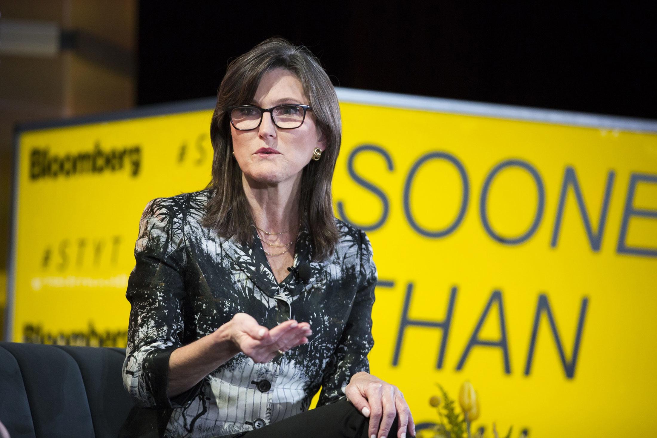 بازنگری امیدنامه سرمایهگذاری شرکت آرک باهدف ورود به صندوقهای قابل معامله کانادایی