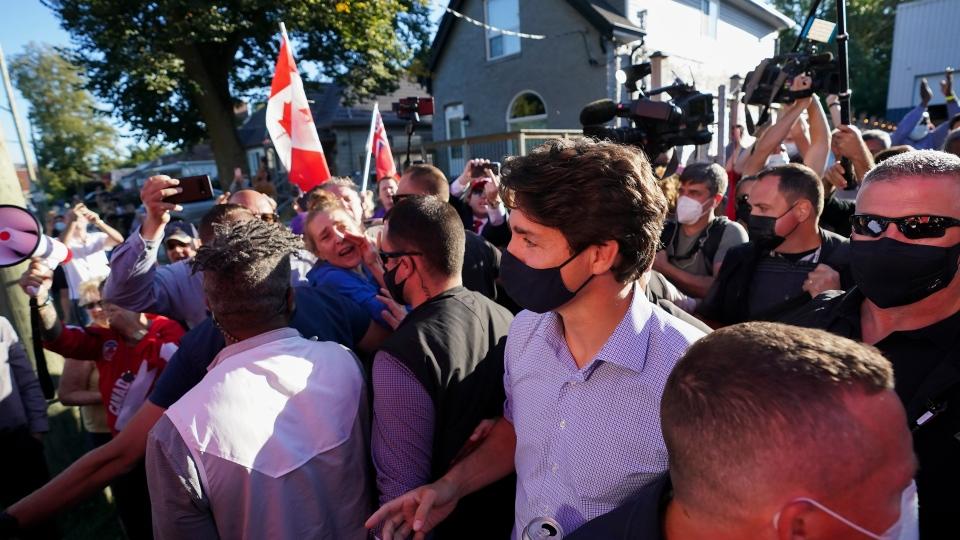 رهبر لیبرال در مقابل مافیای ضد واکسن سر فرو نخواهدآورد؛ معترضان به ترودو سنگ پرتاب کردند