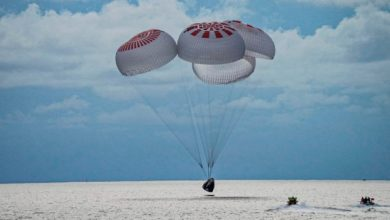 تصویر از اولین گردشگران فضایی اسپیس ایکس پس از گذراندن ۳ روز در مدار زمین در آبهای آتلانتیکفرود آمدند